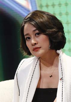Không thể rời mắt khỏi vẻ đẹp sắc sảo của MC Phí Linh