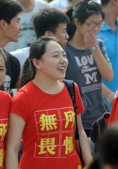Cả làng tưng bừng tiễn chân sỹ tử đi thi đại học ở Trung Quốc