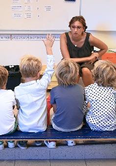 Học sinh tiểu học ở Pháp học 4 ngày/tuần, lớp chỉ có 12 em
