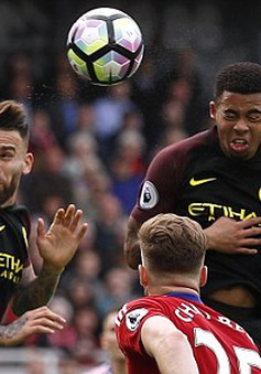 """""""Tiểu Neymar"""" Gabriel Jesus mang về 1 điểm hú vía cho Man City"""