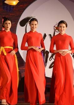 Hồn Việt bừng sáng trong bộ sưu tập áo dài Thu Vọng Nguyệt
