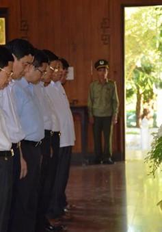 Ban Tổ chức Trung ương dâng hương tưởng niệm Chủ tịch Hồ Chí Minh