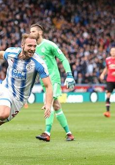 TRỰC TIẾP BÓNG ĐÁ Ngoại hạng Anh: Huddersfield 2-0 Man Utd, Man City 1-0 Burnley