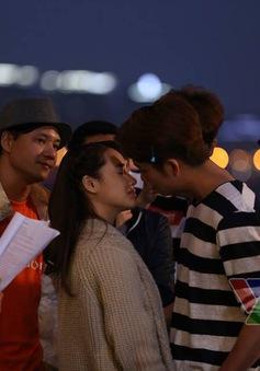 Hóa ra cảnh hôn của Nhã Phương và Kang Tae Oh không lãng mạn như trên phim