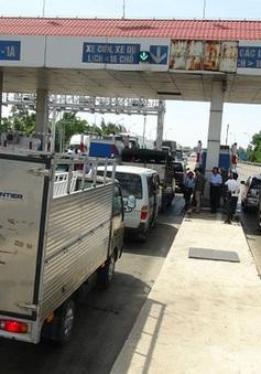 Quảng Bình: Người dân dàn xe phản đối trạm thu phí Quán Hàu