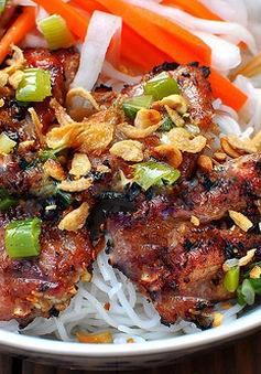 Thưởng thức món bún thịt nướng thơm nức mũi tại TP.HCM