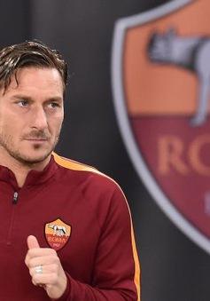 """""""Hoàng tử"""" Totti bồi hồi xúc động trước ngày chia tay AS Roma sau 28 năm gắn bó"""