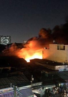 TP.HCM: 3 kho xưởng bị lửa thiêu rụi trong đêm