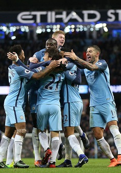 Man City 2-1 Burnley: Thiếu người và chiến thắng nhọc nhằn