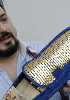 Italy: Công bố mẫu giày làm bằng vàng 24k