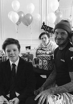 David Beckham mừng sinh nhật 42 tuổi hạnh phúc bên gia đình