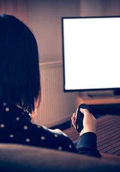 Những người thích xem tivi thường ít thân thiện hơn?