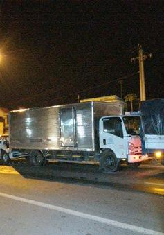 Tiền Giang:  4 ô tô va chạm liên hoàn trên đường dẫn cao tốc, 5 người thoát chết