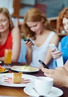 Lý do chiếc điện thoại thông minh sẽ phá hỏng các quan hệ của bạn