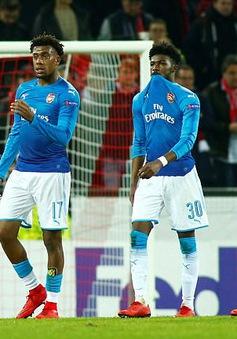 Arsenal thua muối mặt, Wenger bóng gió đổ tại trọng tài