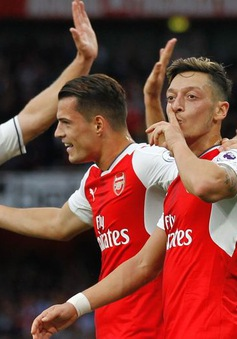 """Thắng giòn Tottenham, sao Arsenal """"nổ"""" tưng bừng"""