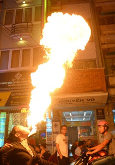Café Sáng với VTV3: Phận đời người phụ nữ phun lửa... kiếm cơm