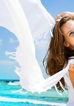 Bí kíp để mái tóc không bị khô và xơ khi đi biển