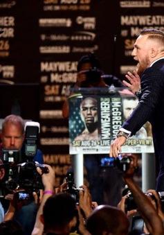 """Màn """"khẩu chiến"""" giữa Floyd Mayweather và Conor McGregor"""