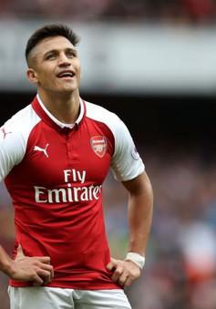 """""""Bạo loạn"""" phòng thay đồ Arsenal: Loạt sao đồng loạt tẩy chay Sanchez"""