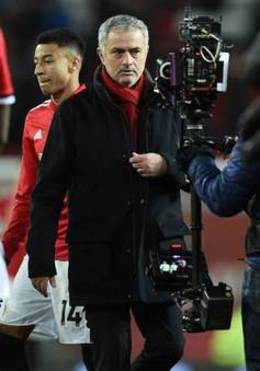 Mourinho: Thua Sevilla đau hơn hay thua Liverpool đau hơn?