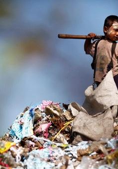 Xót xa hình ảnh trẻ em lao động vất vả trên thế giới