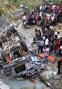 Tai nạn xe bus ở Ấn Độ, ít nhất 46 người thương vong