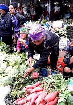 Thong dong dạo bước chợ phiên phố núi Sa Pa