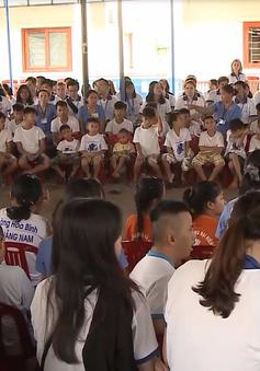 Thanh niên Diễn đàn Tiếng nói Tương lai APEC thăm làng Hòa Bình, Quảng Nam