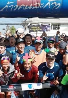 Chạy bộ 2.200km quyên góp hơn 1,1 tỷ Baht tiền từ thiện