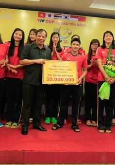 VTV Cup Tôn Hoa Sen 2017: 2 ĐT bóng chuyền nữ Việt Nam nhận sự động viên từ BTC