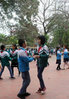 Khi khiêu vũ về trường làng