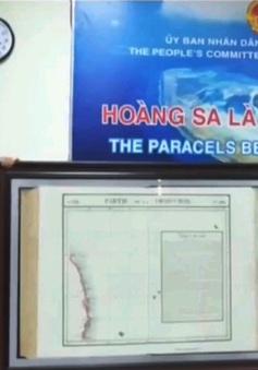 Việt kiều Mỹ tặng bản đồ khẳng định chủ quyền Hoàng Sa cho huyện Hoàng Sa