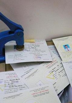 Triệt phá đường dây làm bằng giả tinh vi tại Hà Nội