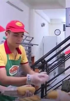 """Thị phần thức ăn đường phố: """"Miếng bánh ngon"""" nhưng khó ăn!"""
