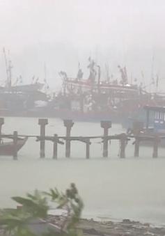 Bão số 4 gây tốc mái, ngập úng, sạt lở tại các tỉnh Bắc Trung Bộ