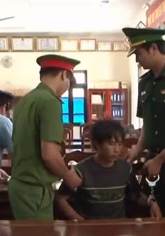 Bắt đối tượng vận chuyển 10 kg ma túy đá về Việt Nam