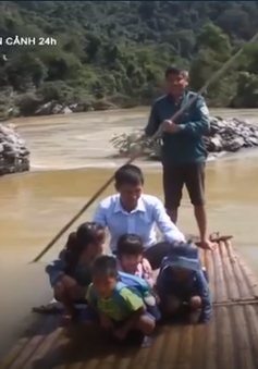 Thanh Hóa: Hiểm nguy rình rập khi học sinh đi bè qua sông