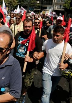 Hàng nghìn công nhân Hy Lạp biểu tình phản đối chính sách kinh tế mới