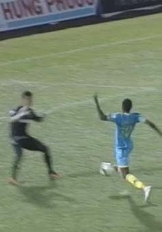B. Bình Dương 0-1 Sanna Khánh Hoà: Thất bại ngay tại Gò Đậu