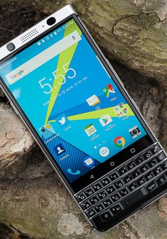 """BlackBerry KeyOne """"cháy hàng"""" trong ngày lên kệ đầu tiên"""