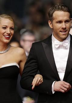 Ryan Reynolds không bận tâm khi vợ hôn đàn ông khác