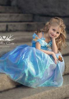 Ngỡ ngàng cô bé 7 tuổi biến hóa thành các nàng công chúa Disney xinh đẹp
