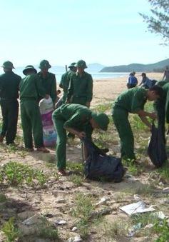 Bộ đội Biên phòng ra quân làm sạch biển