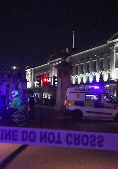 Cung điện Buckingham, Anh bị phong tỏa sau vụ tấn công