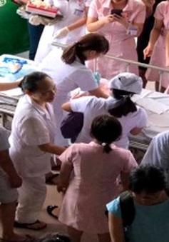 Nghệ An: Chồng đỡ đẻ cho vợ ngay trên taxi