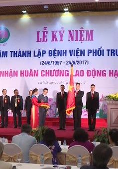 Bệnh viện Phổi Trung ương đón nhận Huân chương Lao động hạng Nhất