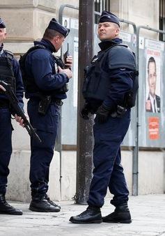 Pháp liên tiếp xảy ra các vụ tấn công bằng dao và búa
