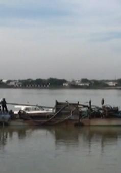 Tịch thu 8 thuyền máy khai thác cát trái phép tại Đồng Nai