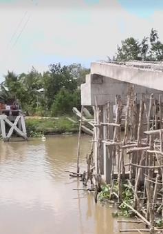 Hàng nghìn người dân Cần Thơ lụy đò vì cầu bị đập